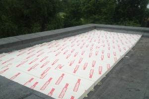 Voorbeelden van het aanbrengen van dak en vloerisolatie